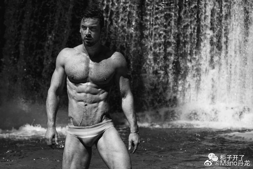 欧美肌肉男模帅哥黑白摄影写真照片插图