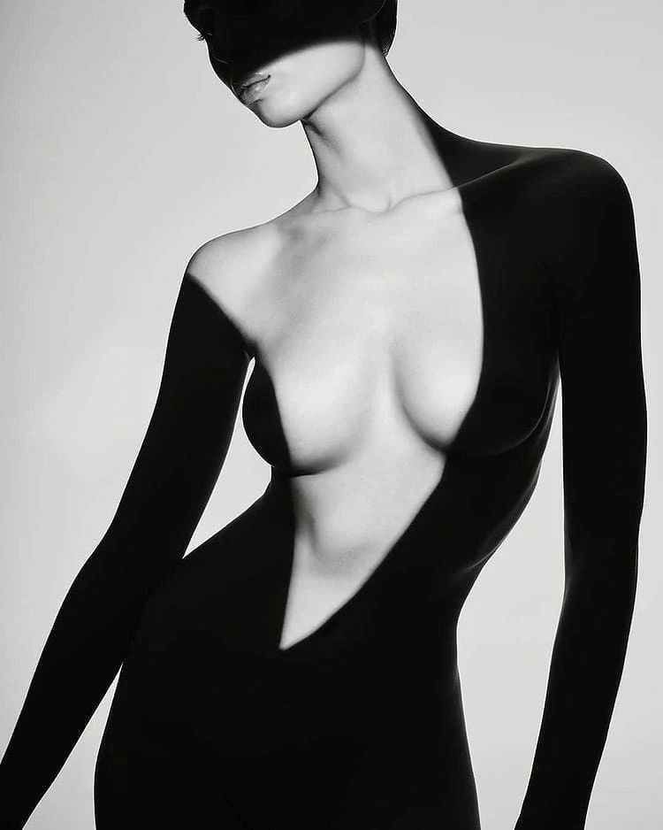 优雅的黑白人体摄影,极致的美感插图(7)