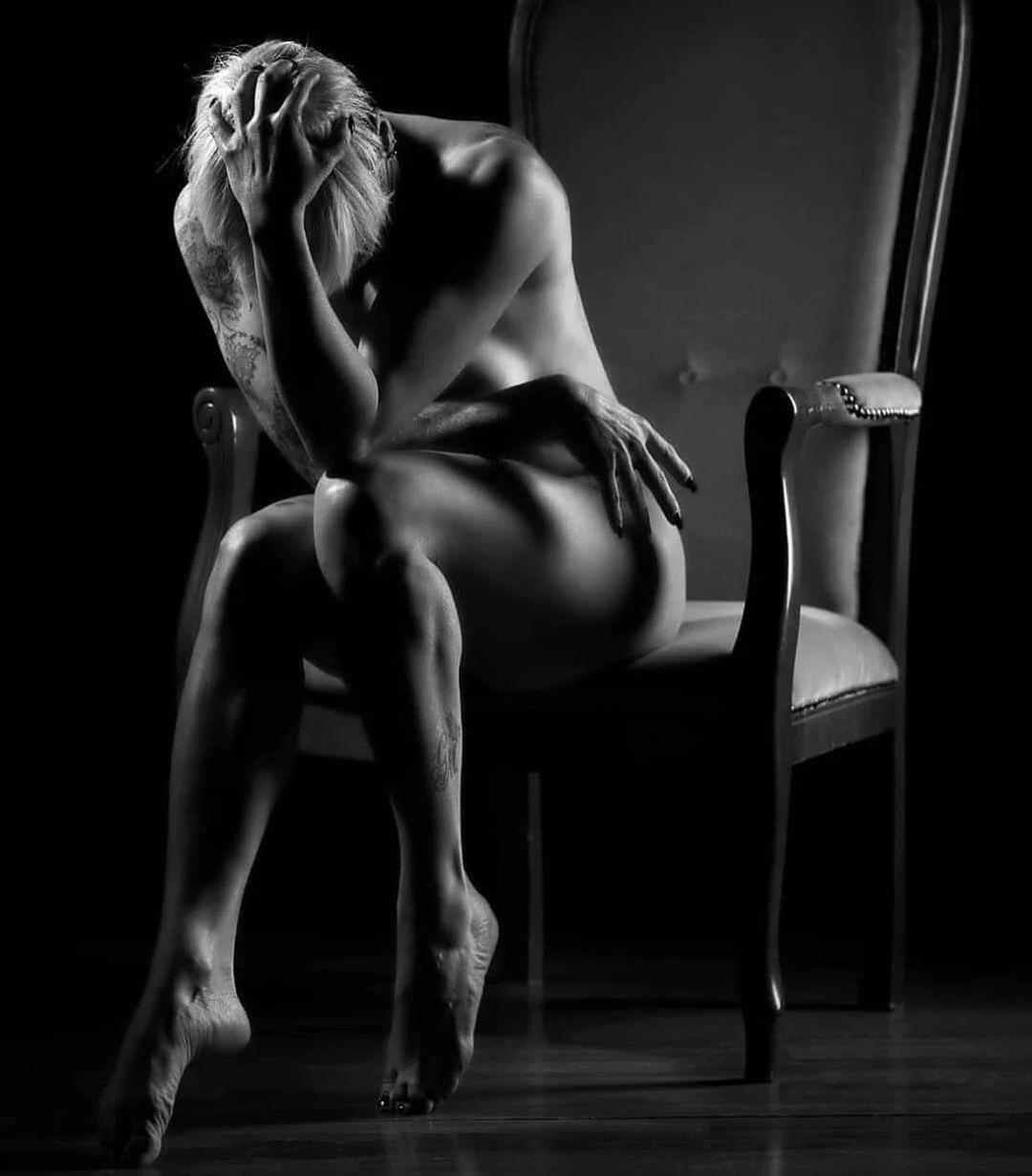 优雅的黑白人体摄影,极致的美感插图(13)
